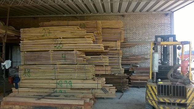 stock de madera dura para comederos instalaciones ganaderas articulos rurales
