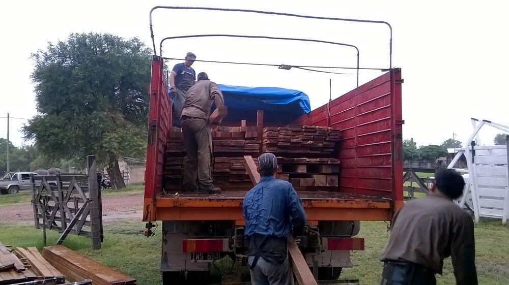 vigas tablas tirantes tablones varillas de madera dura de urunday del chaco aserradero